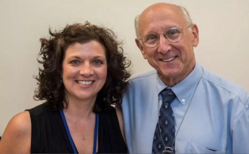 Melinda Bachini和Dr. Steven Rosenberg博士